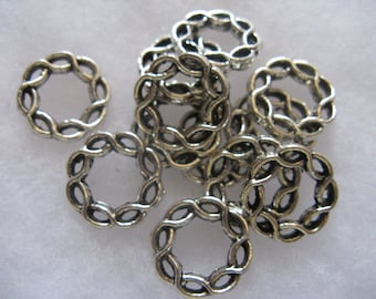 Twisted Circle Connector Links 12 Large 15mm Very Nice
