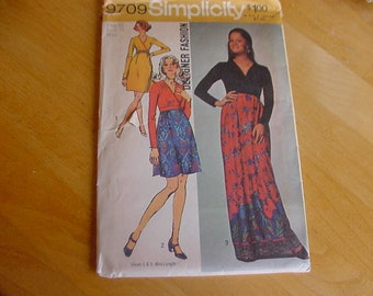 VINTAGE 1970s Simplicity Pattern 9709 Misses Softly Gathered Dress, Short & Long Lengths, Size 12, Bust 34, Uncut
