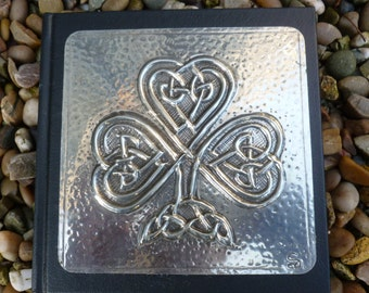 Celtic Knot Clover Design