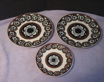Vintage Royal China Ironstone Plates    Two Dinner and One Lunch Plates    Brown and Black Design Retro Wall Decor  Circle Design  USA