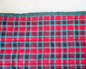 Red and Green Christmas Table Runner, Traditional Runner, Holiday Runner, Party Decor. Quilted Runner, Ready to Ship