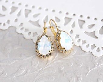 White opal earrings, Crystal Bridal earrings, Bridal jewelry, Opal wedding earrings, Swarovski earrings, Gold earrings, Crystal earrings