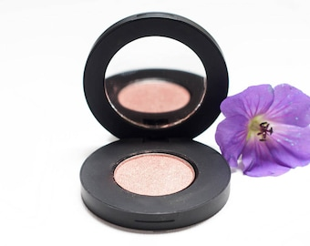 Naturalizer Pearlescent Pressed Mineral Eyeshadow
