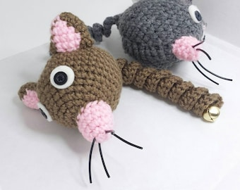 Crochet mouse ball with curlicued tail and bell- Cat toy-Crochet toy-Gifts for pets-Amigurumi