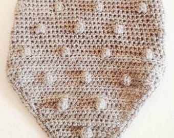 Neck-warmer in light grey wool. Completely hand crocheted