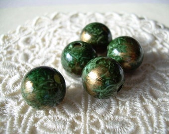 Vintage Lucite Beads in Rich Green Lacquered Effect 5 Rounds 13mm