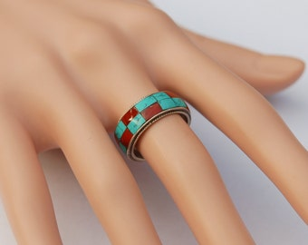 Fine Vintage Silver ring with a chequered coloured band.    .  US Size 7.5  UK Size P