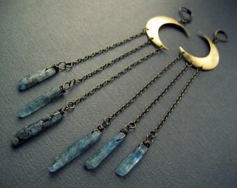 Croissant de lune boucles d'oreilles - Boucles d'oreilles cristal brut - brut Kyanite boucles d'oreilles - bijoux - lune - cyanite bleue Bohème bijoux en cristal brut