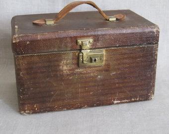 Vintage Train Case, Luggage, Suitcase, Travel, Box, Storage, Organization, Brown, Interior Shelf, Makeup Bag, Mid-Century, Rustic Decor
