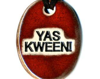 YAS KWEEN Ceramic Necklace in Red