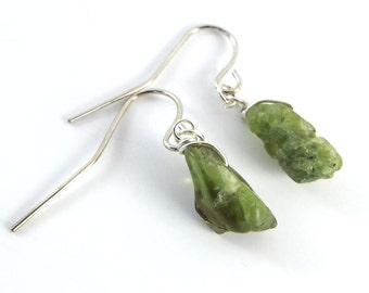 Raw Peridot Simple Earrings