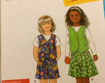 Simplicity 7696 Childrens Girls or Boys Vest and Shorts Size 3-8 uncut