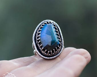 Labradorite ring - Lillith