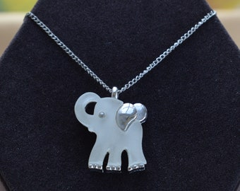 "Frosted Clear Elephant Pendant Necklace, Silver tone, Plastic, Vintage, 16"" (Q1)"
