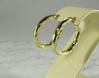 14K Gold Oval Hoop Earrings (pierced)