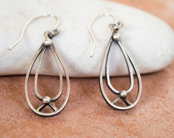 Silver teardrop earrings, Silver dangle earrings, Sterling silver oxidized dangle earrings, Minimalist earrings,Everyday earrings,Comforable