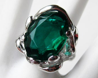 Vintage Ring Jeweled Rhodium Plated Emerald Green Costume Jewelry Ring size 7