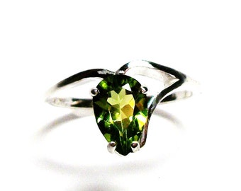 """Peridot, peridot pear ring, peridot ring, green ring, august birthstone, solitaire ring,  s6 3/4   """"Leap Frog"""""""