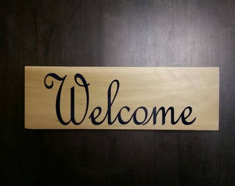 Welcome wooden sign, vinyl lettering