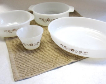 Dynaware Pyrex Dish Bowl Set of Four  Brown White Pey O Rey