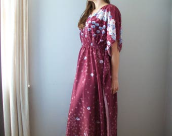 48 HOUR SALE 40% off-Vintage Bohemian Floral Caftan Maxi Dress (( Size Small 2-4))