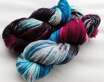 Handpainted  DK Sock Yarn, 75 Wool , 25 Nylon 200g 7.0 oz.  Nr. 145