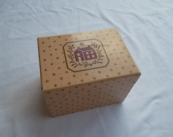 Vintage Avon Covered Cardboard Recipe Card File Box, Brown and Red, Country Style Christmas, Early 1980's, 4 X 4 X 5 1/2 inches