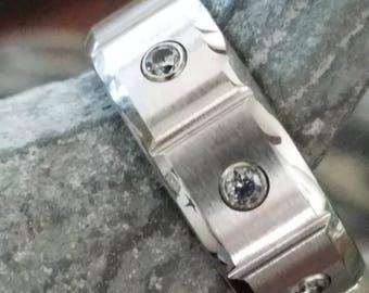 TERCIERO Beveled Edge Cobalt Band with Satin Finished Center + 3 White Diamonds | 6mm, 7mm, & 8mm