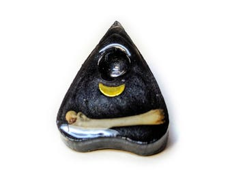 Planchette pin with bone