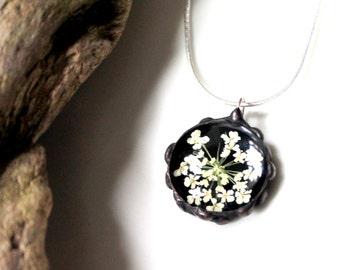 Queens Anne Lace Flower Pendant, Black Glass Real Flower Necklace, Pressed Flower Pendant, Real Dried Flower