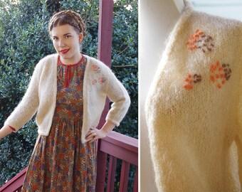 AUTUMN 1950's 60's Vintage Cream White Bouclé Knit Wool Acrylic Cardigan Sweater // size Medium