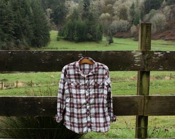 Soft white & red flannel (sz: M)