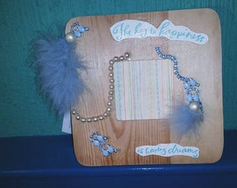 Upcycled the key to happiness feather detail frame
