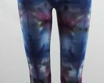 Fractal effect Small capri length leggings .  LGCS1359