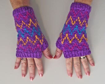 Purple Fingerless Gloves, Purple Artisan Wristwarmers,  Purple Zig Zag Mitts, Merino Texting Gloves, Purple Handspun Knitted Gloves