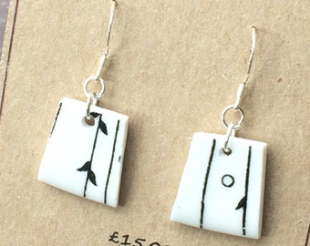 Black and white broken china earrings / Minimalist retro style drop earrings / Upcycled china dangle earrings / 2nd anniversary gift for her