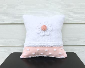 Peachy pink pillow cover, WHITE DAISY, vintage chenille cushion cover, 12 X 12, cottage chic cushion, shabby style pillow case