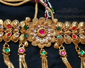 Bollywood choker, Indian wedding jewelry, Pakistani jewelry, Indian bridal Jewelry, Indian necklace, Golden choker with tikka and earrings.