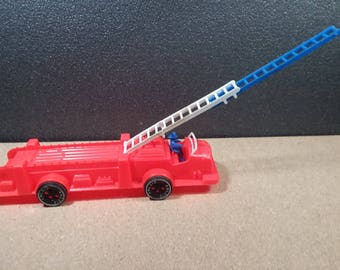 Amloid Plastic Fire Engine Vintage  Red Toy Fire Truck with Driver Figure and Extension Ladder