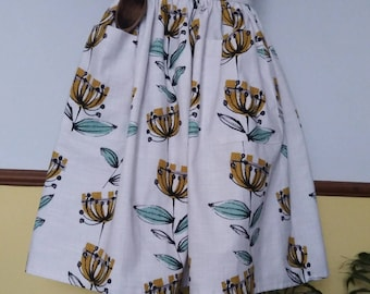 Mustard flower full length 1950's Retro style Apron with large pockets and tie back
