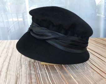 Vintage 1960s Black Wool Women's Cloche With Satin Pleated Band