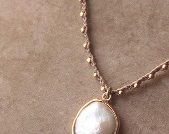 White pearl crochet necklace. Crochet necklace with white coin pearl. Gold pearl necklace. Pearl crochet necklace.