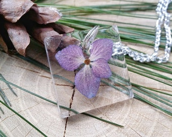 """Necklace with hydrangea flowers and resin-collection """"The Mirror of the Soul"""""""