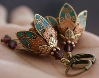 Dangle earrings teal green/gem romantic brass filigree