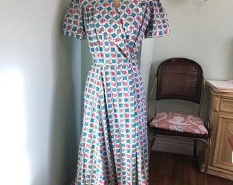 Vintage 1940's rose print dressing gown / vtg 40s dressing gown / vintage robe harlequin print