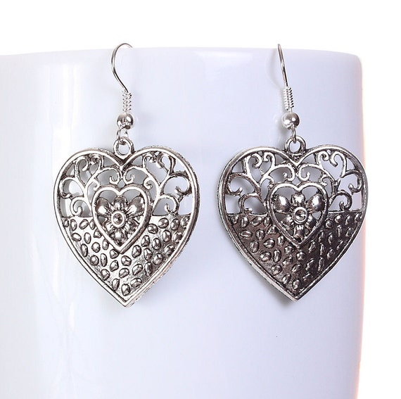 Silver tone filigree heart drop dangle earrings (592)