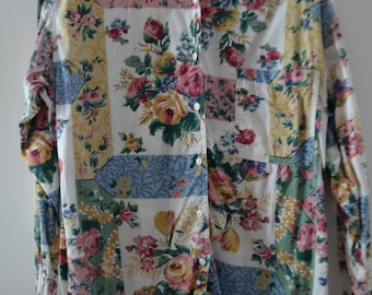 Get 15% off with code NEW15 + reduced SHIPPING! 80s Floral blouse Medium