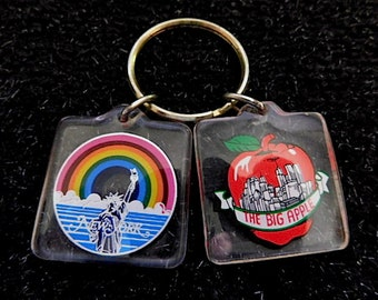 RARE LOT Bought New York City 1980s The Big Apple Twin Towers World Trade Center - Statue of Liberty Rainbow Vintage KEYCHAINS