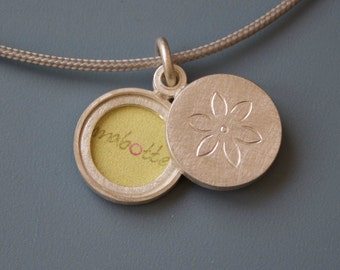 Sterling Silver locket for two pictures, design little flower, diameter 14mm