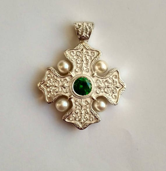 maltese mg pendant cr cross gold yhst